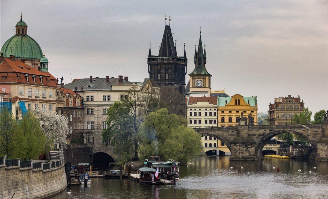 Prága Óvárosa a Károly-híddal