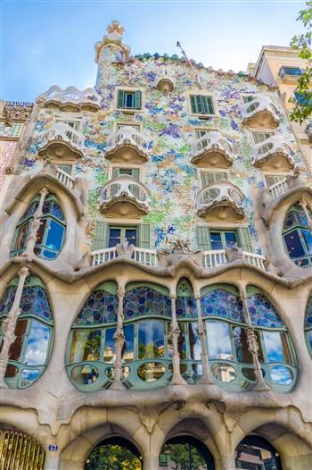 A Gaudí által tervezett casa Batlló épülete Barcelonában