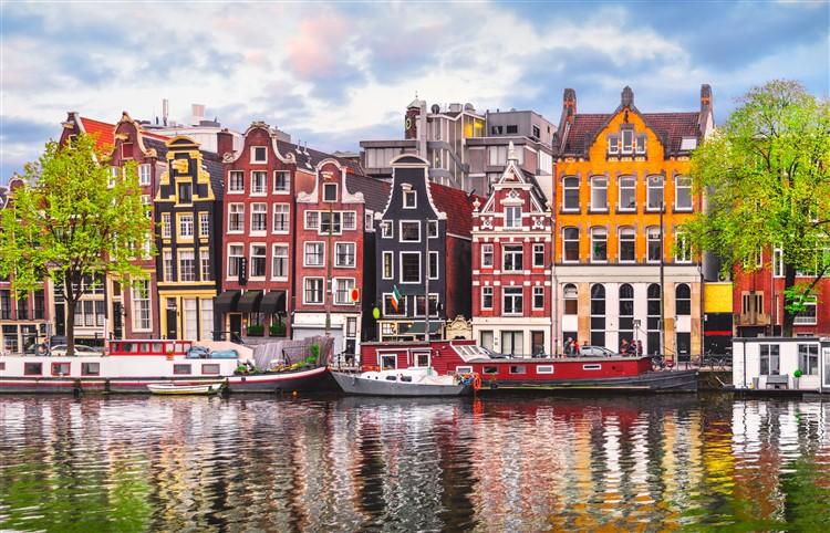 Európai legszebb városai között tartjuk számon Amszterdamot