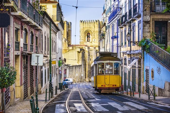 Hangulatos lisszaboni utcakép