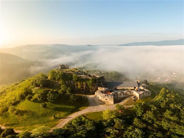 A siroki vár kiemelkedik az Eger környéki kirándulóhelyek sorából